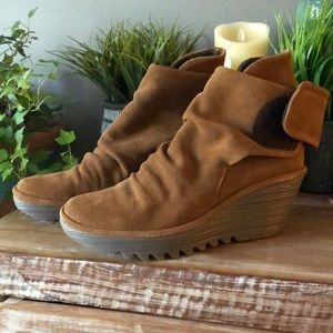 💥Sale💥 Fly London Yeg boots camel oil suede. 40